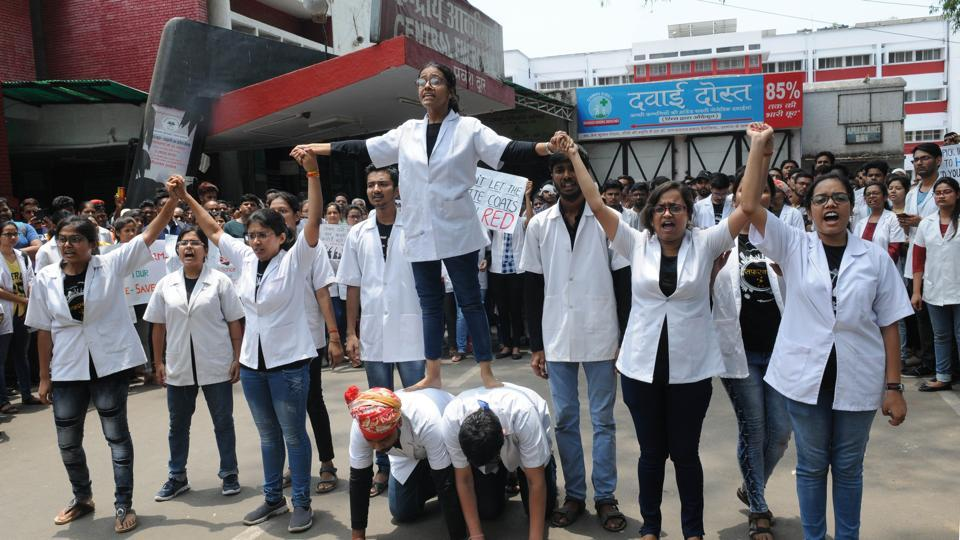 Junior doctors in Jharkhand protest against Bengal impasse, OPD boycott hits patients