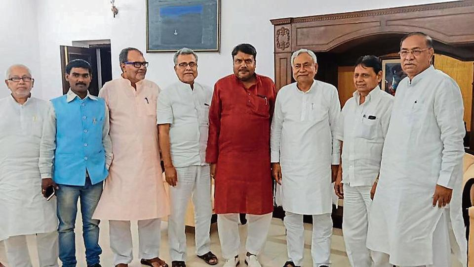 BJP leader from Jharkhand joins JD(U) in presence of Nitish Kumar
