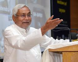 Nitish Kumar reaches Bihar assembly by electric car