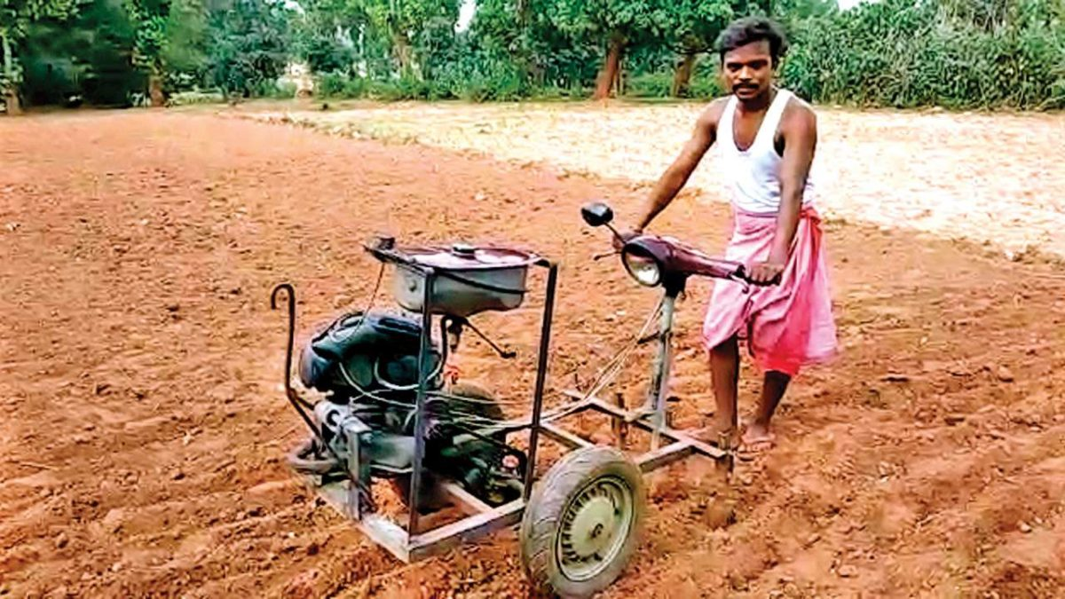 Jharkhand: Farmer's jugaad turns scooter into plough