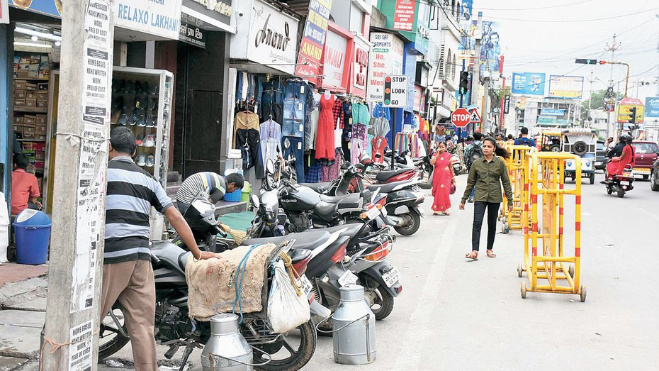 RMC, cops fight for footpath