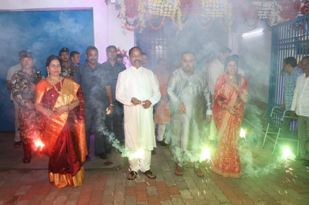 Jharkhand CM celebrates Diwali in Jamshedpur, performs rituals on Gobardhan Puja.