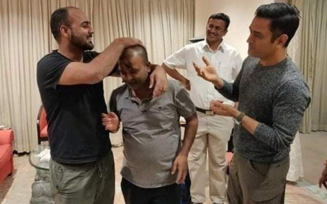 MS Dhoni chills out with friends in Ranchi.