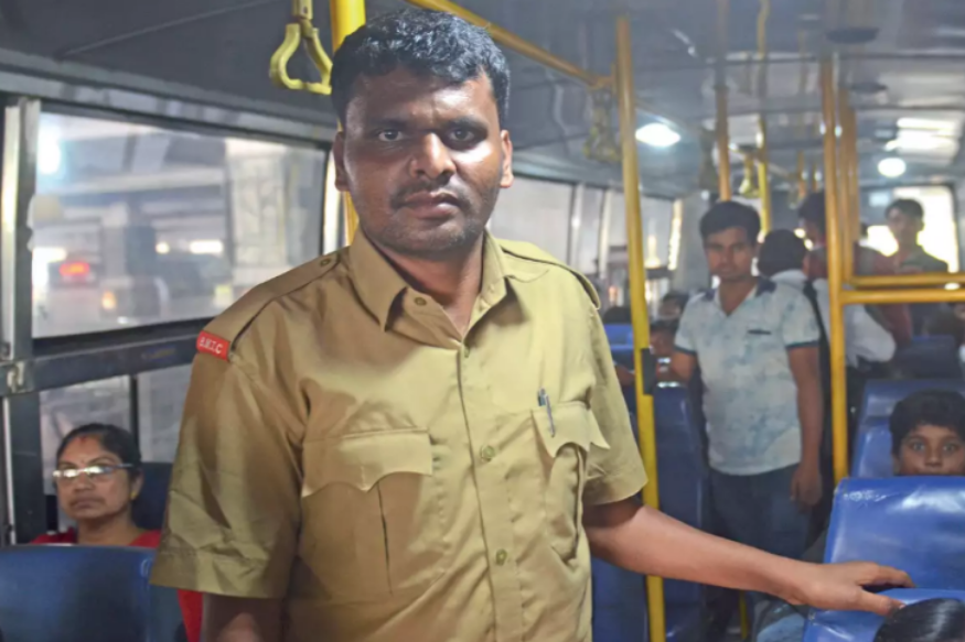 Bangalore Bus Conductor Clears UPSC Exams By Studying For 5 Hours Daily.