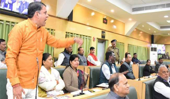 Uproar in Jharkhand House as MLA drags RSS into lynching case.