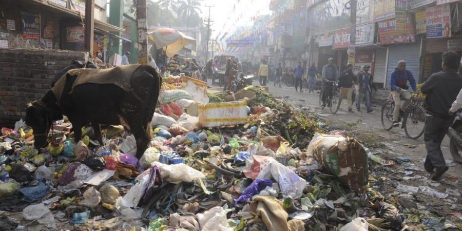 Patna stinks as municipal workers on strike